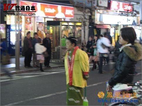 东京新宿街头人妖做公益