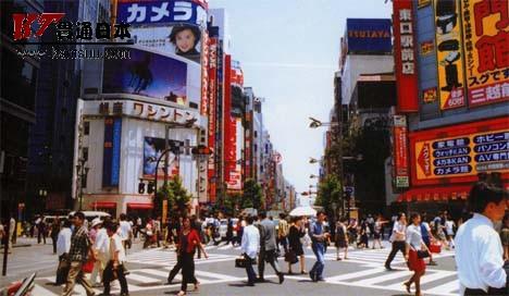 日本东京都新宿大街Shinjuku Odori Shopping Street