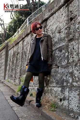 皮毛外套,加上一双这样的靴子,让你简单帅气又性感