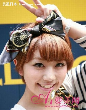 日本原宿街头的潮人们也开始以独特的妆容和搭配来制胜,萝莉感,嬉皮风