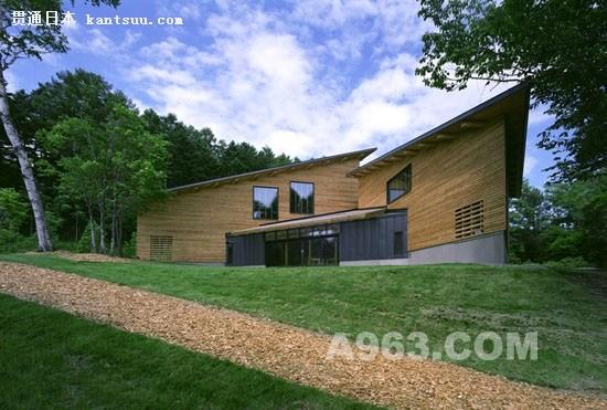 日本美幌设计了一个21世纪的生态住宅,楼高两层的房子,可以很容易