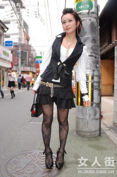 日本街头少女街拍 甜美俏皮短裙来扮靓
