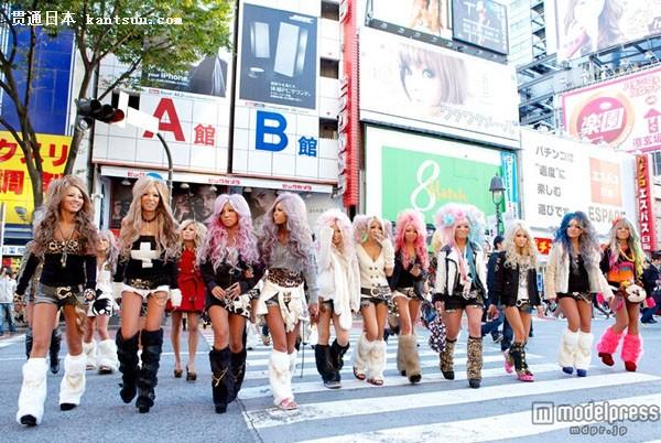 日本时尚流行亚文化:10年黑妞妆点时尚大街涉谷