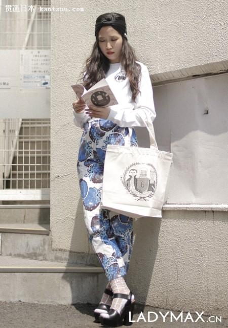 日本原宿街拍:冷色调时尚达人拼个性