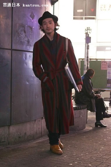 式大衣搭配小礼帽,正装鞋