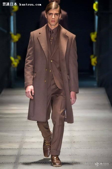 Versace 2015秋冬男装 穿上女生的超短裙