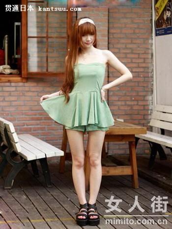 娃娃领背心+蕾丝裙裤 甜美OL风
