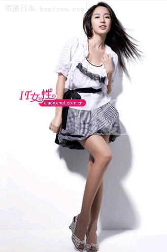 选短裙+靓衫 打造完美细腰