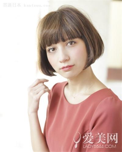 女士卷发发型图片 短发时尚简约日系风