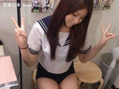 水手服少女诱人下体:日本少女水手服下藏这秘密
