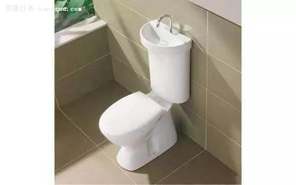 这样的设计既环保也节约空间,不过空间要把握好,不然用起来会很别扭。浴缸与水龙头马桶某宝都有卖,想自己改造传统卫生间格局的伙伴们可以试试。