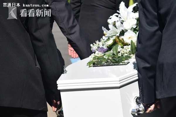 """位于东京都丰岛区的金刚院莲华堂每月都会举行""""体验死亡""""的工作坊。"""